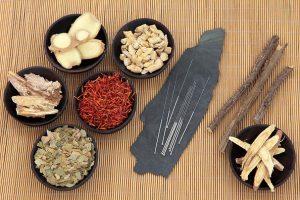 طب سوزنی و طب گیاهی برای بزرگ کردن سینه ها