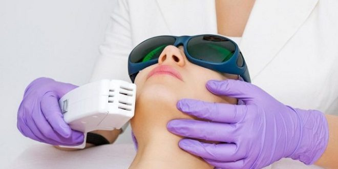 حضور در کلینیک برای لیزر مو های زائد
