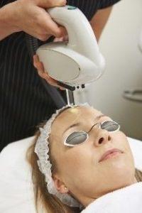 استفاده از نور شددی پالسی برای حذف موهای زائد