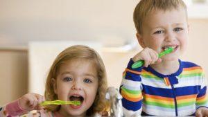 مسواک زدن صحیح راه مناسبی برای درمان بوی بد دهان