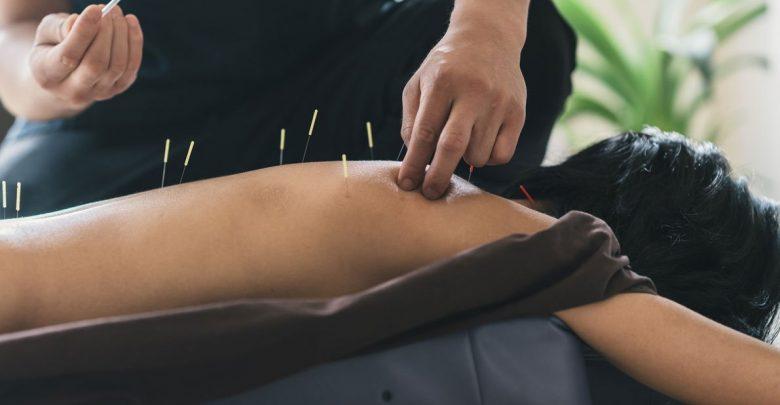 روش طب سوزنی سنتی و طب سوزنی لیزری چه مزایا و اثراتی درمانی دارد؟