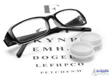 عینک و لنز تماسی یکی از درمان های رایج آستیگماتیسم