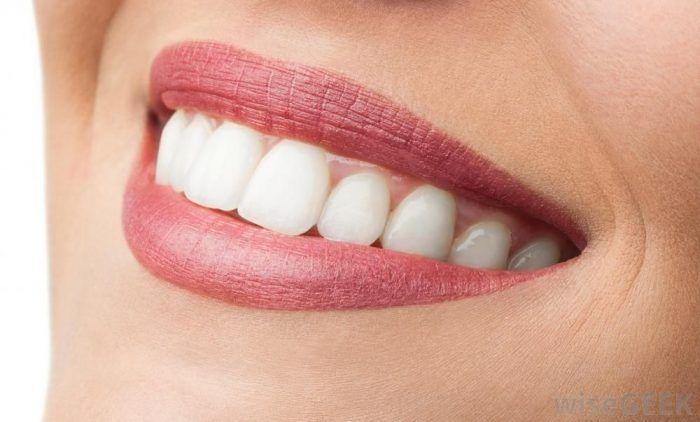 خدمات دندانپزشکی لیزری و ترمیمی و رفع بوی بد دهان در کلینیک دکتر سیده مریم حاکم زاده
