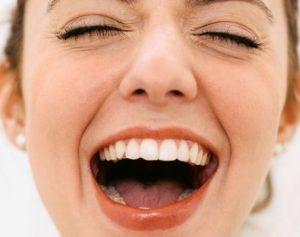 رفع بوی بد دهان مزمن یا بوی بد نفس با 6 روش درمانی طبیعی کاربردی