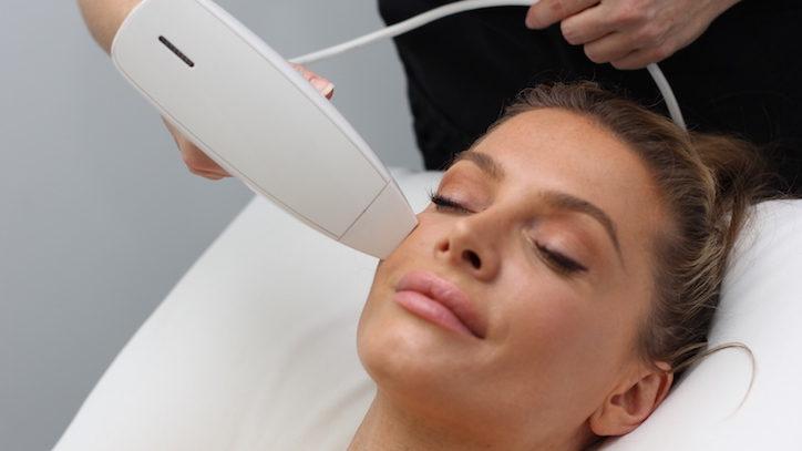 ونوس ویوا با رادیو فرکانسی نانو فرکشنال برای جوانسازی و ترمیم پوست